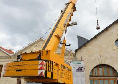 Photo - Dépose de panneaux sur le toit de la résidence Domofrance Edouard Vaillant à Bordeaux.